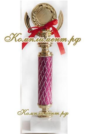Кубок (на узкой ножке малинового цвета)